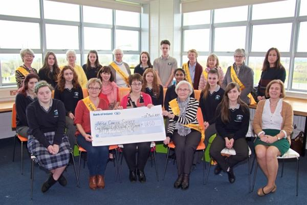 Cheque presentation to Irish Cancer Society